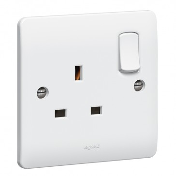 Socket outlet Synergy - 1 gang switched - 13 A 250 V~ - white