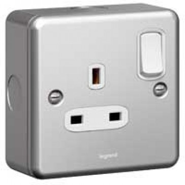 Double pole socket outlet Synergy - 1 gang switched - 13 A 250 V~ - metalclad