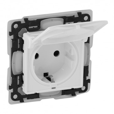 2P+E socket Valena Life - shutters + flap - 16 A 250 V~ -German standard -IP44 -white