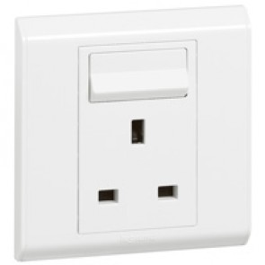 British standard socket outlet Belanko - 1 gang Single Pole switched - 13 A 250 V~
