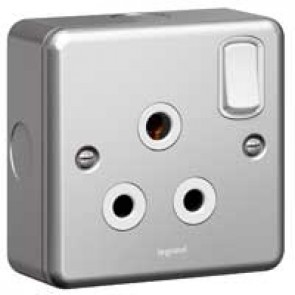 Socket outlet Synergy - 1 gang switched - 15 A 250 V~ - metalclad